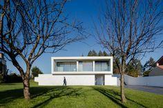 Touguinhó III House / Raulino Silva