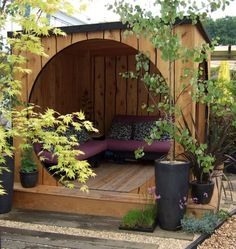garden pod...so want, but with screen doors in the cutout to avoid the skeeters