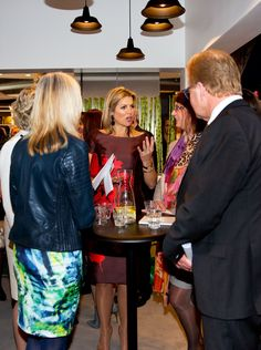 When Queen Máxima attended a meeting for female entrepreneurs, the Queen spoke to some of the business owners also attending the meeting.