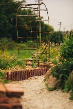Aj vy si myslíte, že zeleninová záhrada je drina? Nemusí to tak byť. Skúste vyvýšené záhony.
