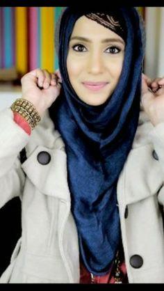 Amenakin hat friendly hijab style Shes got me interested in experimenting with hijab styles again Beautiful Muslim Women, Beautiful Hijab, Hijab Dress, Hijab Outfit, Abaya Fashion, Muslim Fashion, Hijab Style 2014, Turban, Conservative Fashion