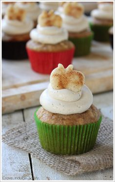 Apple Pie Cupcakes with fresh apple, apple pie filling, cinnamon brown sugar frosting and a pie crust topper - oh my sweet apple pie!  | by Lauren Kapeluck  |  TheCakeBlog.com