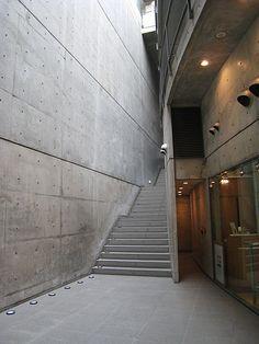 """Tadao Ando- """"Cosas como la luz y el aire tienen sólo un significado cuando penetran en una casa en forma de fragmentos del mundo exterior. Las porciones aisladas de luz y aire reproducen la naturaleza entera."""""""