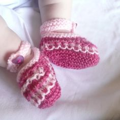 Knitting Patterns For Dog Booties : 1000+ images about dog projects!!?? on Pinterest Dog booties, Knitted booti...