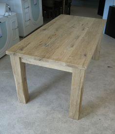Houten tafels zijn mooi met de houten wand die we in gedachten hebben.