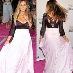 Ainda tiveram lindos looks do New York City Ballet Fall Gala 2016!✨ Como este vestido #narcisorodriguez, duo vinho/rose, da Sarah Jessica Parker! A bela até fez graça com a fluidez da saia.💟 #glam #sarahjessicaparker #fashionstyle #nycballetfallgala2016