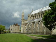 Another view of St Albans Cathedral. Roman City, St Albans, The Beautiful Country, Place Of Worship, Ancient Romans, Countryside, Cathedral, Coastal, Saints
