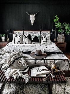 Black Rooms, Bedroom Black, Bedroom Green, Dream Bedroom, Black And Cream Bedroom, Black Room Decor, Black And Grey Bedding, Grey Wall Bedroom, Dark Master Bedroom