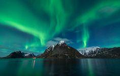 Σκηνικό αποκάλυψης στη βόρεια Νορβηγία με το φαινόμενο «Βόρειο Σέλας» σε όλο του το μεγαλείο.