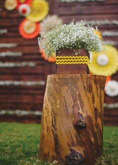 Altar/stage idea, instead of this wood stump, we could find something different. But the baby's breath bunch is nice at the top of it. Wedding Pins, Wedding Vendors, Dream Wedding, Wedding Day, Photography Props, Wedding Photography, Wood Stumps, Dallas Wedding, Photo Booth