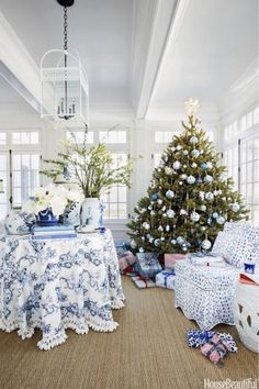 Dreaming Of A Blue and White Christmas blue and white holiday decor inspiration and ideas Blue Christmas, Christmas Bedroom, Outdoor Christmas, Simple Christmas, Beautiful Christmas, Christmas Home, Christmas Palette, Victorian Christmas, Retro Christmas