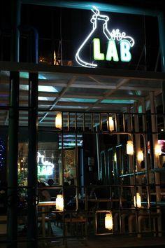 Tempat nomer 4 asik juga tuh buat tempat nongkrong ataupun agenda bukber di bulan puasa gini! #labsatu #artikel #tempatmakan #laboratorium #kuliner ##lifestyle