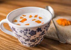 Hideg túróleves    250 g tehéntúró (félzsíros)  300 g joghurt - natúr  55 g kristálycukor  0.5 db citrom (héja, és leve)  0.5 db vaníliarúd (belseje)  Levesbetéthez  gyümölcsök (vegyesen)