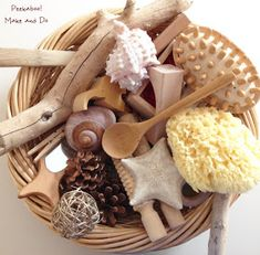 Treasure basket for baby to explore with natural materials. Montessori Toddler, Montessori Activities, Toddler Play, Infant Activities, Activities For Kids, Montessori Bedroom, Baby Sensory Play, Baby Play, Baby Toys