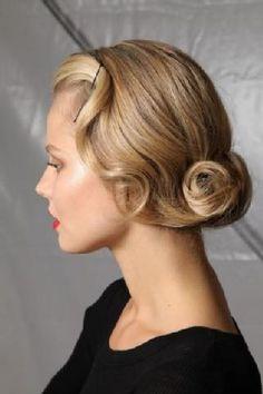Loving this glamorous vintage up-do for a modern-vintage bride!