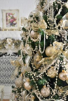 Jennelise: Around the Christmas Tree I would love to decorate my white feather tree with these elements.