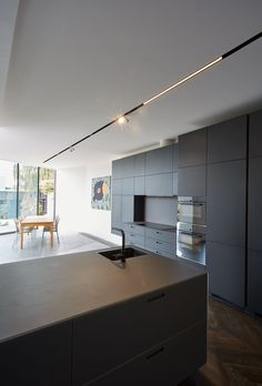 A double story Victorian terrace which suffered from the darkness of its time was transformed by the Melbourne Architectural Studio Edwards Moore. Located in Armadale, an inner Eastern suburb of Melb… Linear Lighting, Cool Lighting, Lighting Design, Track Lighting, Landscape Lighting, Ceiling Light Design, Ceiling Lights, Küchen Design, House Design