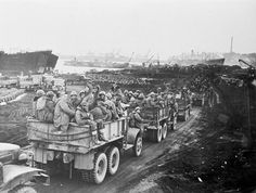 Marines abandon northeast Korea head to Hungnam Harbor in Dec 1950