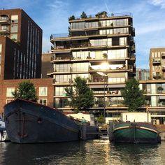 #Amsterdam #architecture #flats #boat #summer #sun #reflection #balcony #Oosterdok #canal #appartments #MVRDV