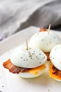 A perfect breakfast meal prep idea where you can prep your 3 ingredients once, and have low carb bacon & eggers all week!Low-Carb-Bacon-&-Eggers- A Simple finger food and snack that tastes good and fills you Best Low Carb Keto Breakfast Recipes with Breakfast Low Carb, Perfect Breakfast, Easy Breakfast Ideas, Ketogenic Breakfast, Breakfast Meals, Healthy Breakfast Foods, Breakfast Egg Recipes, Breakfast Quotes, Breakfast Appetizers
