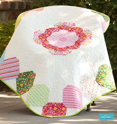 Quilt made with My Sunshine by Zoe Pearn for Riley Blake Designs #rielyblakedesigns #mysunshine #zoepearn