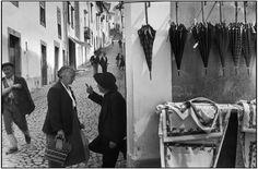 Henri Cartier-Bresson -  PORTUGAL. Alentejo. Castelo de Vide. 1955. Market day.