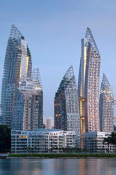 Reflections at Keppel Bay, Singapura – O arquiteto polonês Daniel Libeskin projetou um complexo com seis arranha-céus e onze prédios menores. No total, são 1.129 apartamentos residenciais. O maior deles fica na cobertura mais alta e tem 13.300 metros quadrados, distribuídos em três andares.