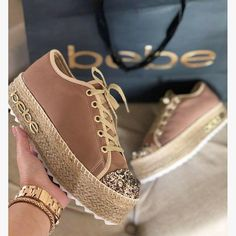 Best comfortable sneakers for girls Trendy Sandals, Trendy Shoes, Cute Shoes, Me Too Shoes, Mens Fashion Shoes, Sneakers Fashion, Blush Pink Sneakers, Hijab Style, Minimalist Shoes