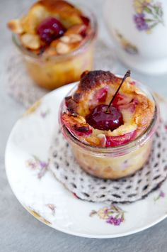 No idea what a clafoutis is, but if it has cherries, I'm in. Cherry Desserts, Desserts To Make, Summer Desserts, Dessert Recipes, Mason Jar Cakes, Mason Jar Desserts, Mason Jars, Cherry Clafoutis, Cherry Cobbler