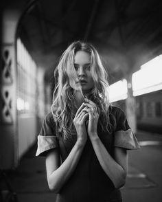 Эта фотография напоминает мне о том, что лето все же было..  Фото @sergey_potlov   Макияж и волосы @marinabobko   На мне платье @my_deliana   #model #portrait #чернобелое #русскиедизайнеры #deliana #photographer #photosession #photoshoot #фотографспб #модель #съёмки #портрет #ig_muse #portraits_ig #bravogreatphoto
