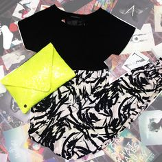 The perfect outfit that can be transferred from day to night! HELIUM adds a pop of colour to the ABSTRACT monochrome trousers and SARINA - with it's cut-out racer back - isn't your ordinary plain black tee!  Shop now at: @pinkcadx @fabricboutiqueo @monroeandme and many more!