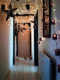 Maybe for one of the rooms? Even not during Christmas! 20 Ideas How To Decorate With Christmas Lights - Exterior and Interior design ideas Noel Christmas, All Things Christmas, Christmas Crafts, Xmas, Christmas Hallway, Decorating With Christmas Lights, Christmas Decorations, Holiday Decor, Hallway Decorations