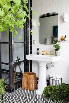 Black & White - 16 Reasons You Should Mix Tile Patterns - Photos