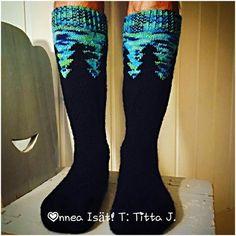 Revontulisukat Yarn Over, Knitting Socks, High Socks, Crocheting, Knit Crochet, Diy Crafts, Hands, Fashion, Knit Socks