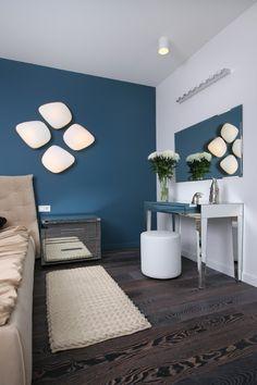 schlafzimmer dekorieren wandfarbe petrol blau wandleuchten