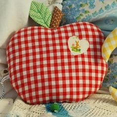 Apple cushion <3 So sweet for the children's seats