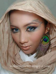 Simple peacock makeup