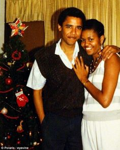 Barry & Girlfriend Michelle (later President Barack Obama and First Lady Michelle Obama) Christmas 1988 Michelle E Barack Obama, Barack Obama Family, Obama President, Dona Summer, Barrack Obama, First Black President, Black Presidents, Black Families, Famous Couples