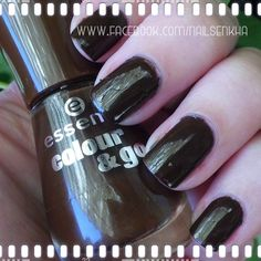Essence Colour&Go 124 Wanna say hello  #essence #brown #nails #notd #manicure #nailart #polish #nailspolish #nailartadict #cutepolish #cool #fashion #nailideas #manicura #esmalte #uñas #unhas #nailsporn