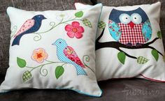 Simple applique giving great results Applique Cushions, Sewing Pillows, Applique Quilts, Cute Pillows, Diy Pillows, Throw Pillows, Bird Applique, Applique Patterns, Handmade Pillows