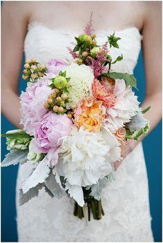 An atypical wedding bouquet / Emily Elizabeth Photography
