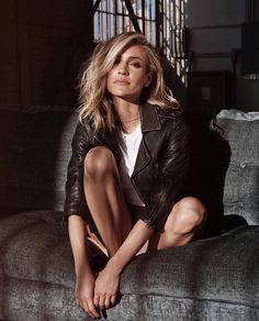Kristin Cavallari is the founder and creative director of her own jewelry brand called Uncommon James. On Thursday, she announced the release of her spring collection. Kristin Cavallari Hair, Tomorrow Is The Day, Hair Color And Cut, Looks Style, Elegant, Pretty Woman, New Hair, Hair Inspiration, Dame