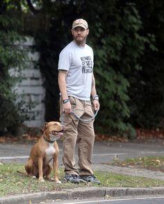 Tom Hardy Photos Photos - Tom Hardy Walks His Dog in London - Zimbio