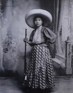 "((Mimi)) La Mujer en la Revolucion Mexicana "" Soldadera "" o "" Adelita "". Woman of the Mexican Revolution -  ""Soldadera"" or ""Adelita"""