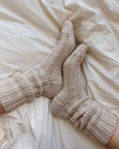 Socken über Socken {Modelle und Garne}   Maschenfein :: Strickblog Tweed, Knit In The Round, Circular Needles, Work Tops, Stockinette, Needles Sizes, Bruges, Knitting Socks, Wrap Style