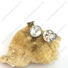 Do not miss the chance to make your love happy with this most fashionable yet cheap stone earring for your love. Best buy at:  http://www.zuobisijewelry.com/Stone-Earrings/pro-c605.html #stoneearrings #fashionearrings #cheapearrings