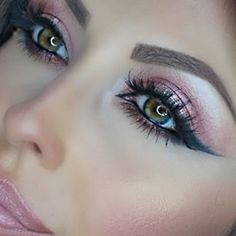 Love how her lips match her eyes! Beautiful makeup!  #makeup #lipstick #eyeshadow #pretty