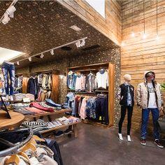 CC Magic Badalona. Diciembre 2013 Una marca joven recién nacida en Barcelona  desembarca con su tienda insignia en el centro comercial M…  f55e3add61a