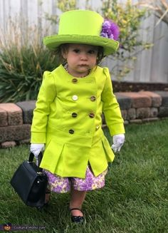 Her Majesty the Queen Costume - Halloween Costume Contest Queen Halloween Costumes, Looks Halloween, Queen Costume, Halloween Costume Contest, Cute Costumes, Family Halloween, Costume Dress, Vintage Halloween, Vintage Witch