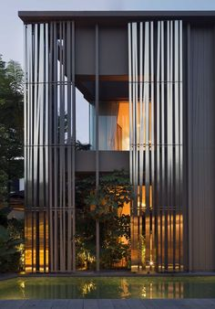 Image 2 of 18 from gallery of 33 Holland Park / studioMilou architecture. Photograph by Fernando Javier Urquijo Coupes Architecture, Architecture Office, Contemporary Architecture, Architecture Details, Facade Design, Exterior Design, House Design, Small Buildings, Modern Buildings